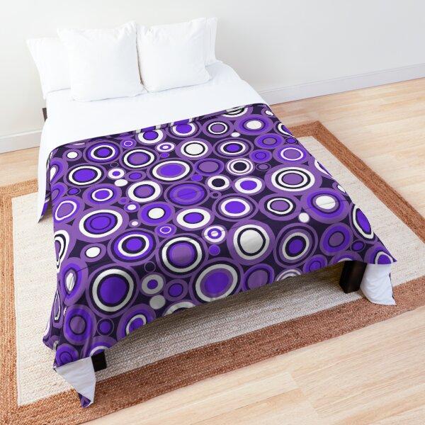 Ultra Violet, Purple and White Circle Retro Pattern Comforter