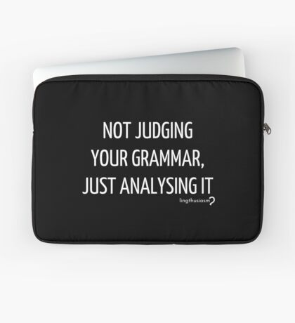 Not judging your grammar, just analysing it - Pouch in white on black Laptop Sleeve