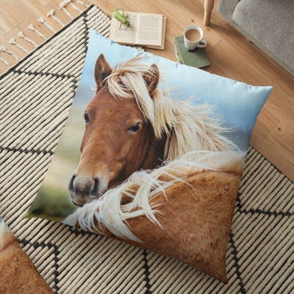 Le magnifique poney islandais. Coussin de sol