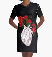 Zeichnen Menschliches Herz mit Blumen T-Shirt Kleid