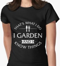 That's What I Do I Garden And I Know Things T-Shirt Women's Fitted T-Shirt