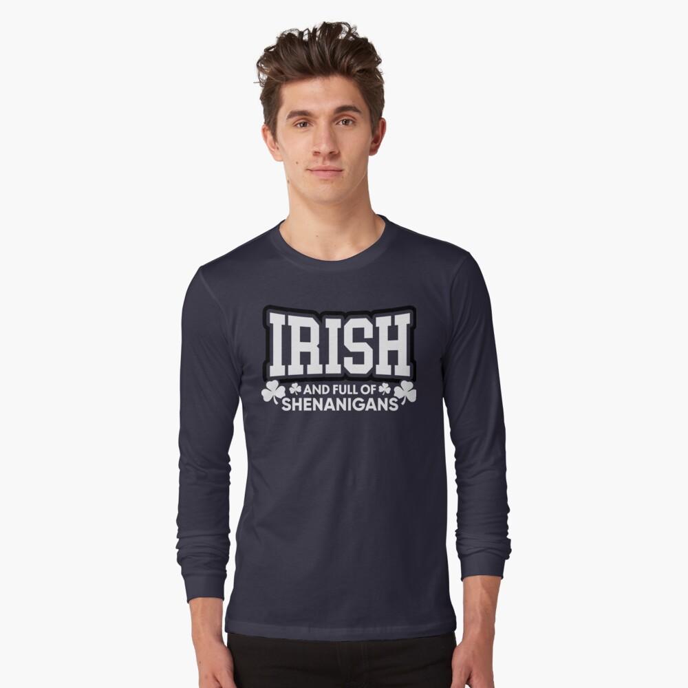 Irisch und voll von Shenanigans Langarmshirt