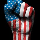 Flagge von USA auf einer angehobenen geballten Faust von jeff bartels