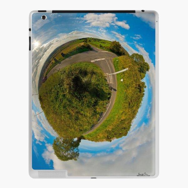 Country Roads - Killea Crossroads, Derry, N. Ireland iPad Skin