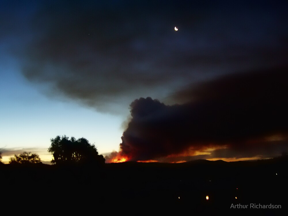 Fire in the Weddin Mountains, January 2006 by Arthur Richardson