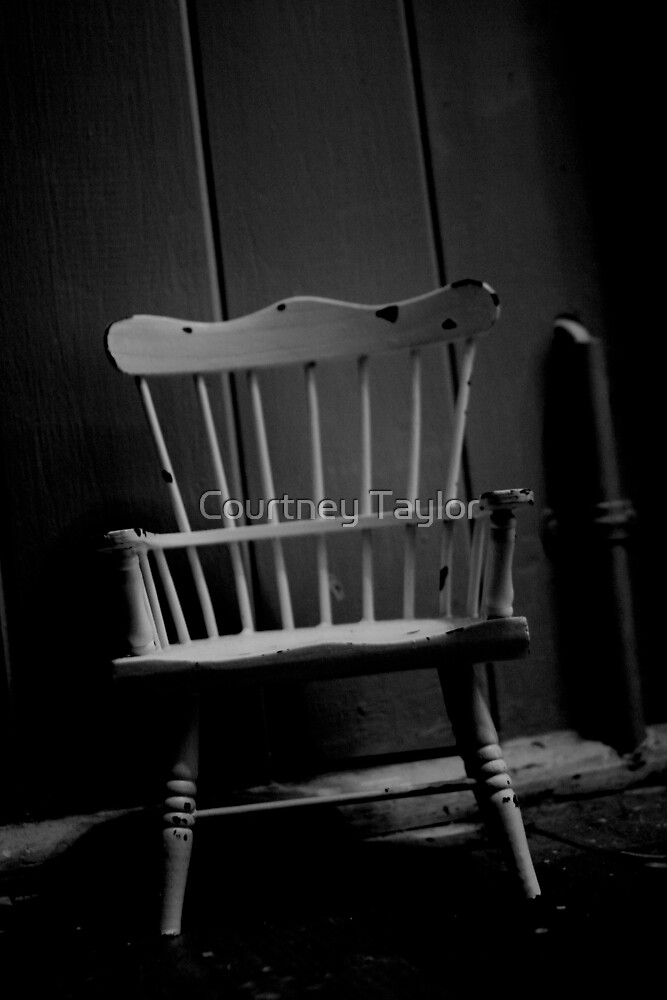 Chair in the night by Yentuoc