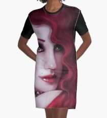 Dame in rot T-Shirt Kleid