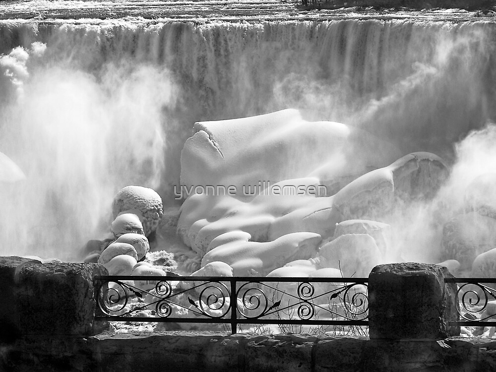 Niagara Falls in Winter by yvonne willemsen
