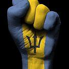 Flagge von Barbados auf einer angehobenen geballten Faust von jeff bartels