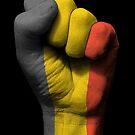Flagge von Belgien auf einer angehobenen geballten Faust von jeff bartels