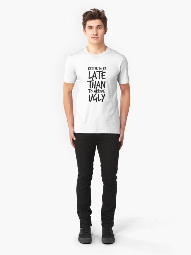 Alternative Ansicht von Besser spät zu sein als hässlich ankommen - Cool & Funny inspirierende Angebot - Geschenk für Frau, Freundin, Mama - Geschenk für sie Slim Fit T-Shirt