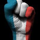 Flagge von Frankreich auf einer angehobenen geballten Faust von jeff bartels