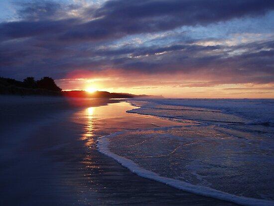 Sunrise at Ocean View Beach - Near Dunedin by lettie1957