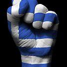 Flagge von Griechenland auf einer angehobenen geballten Faust von jeff bartels