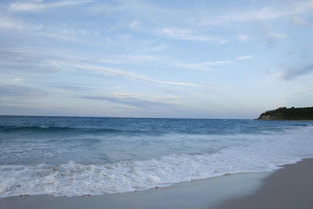 sea meets sky by izzif