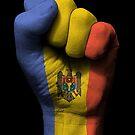 Flagge von Moldau auf einer angehobenen geballten Faust von jeff bartels