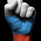 Flagge von Russland auf einer angehobenen geballten Faust von jeff bartels