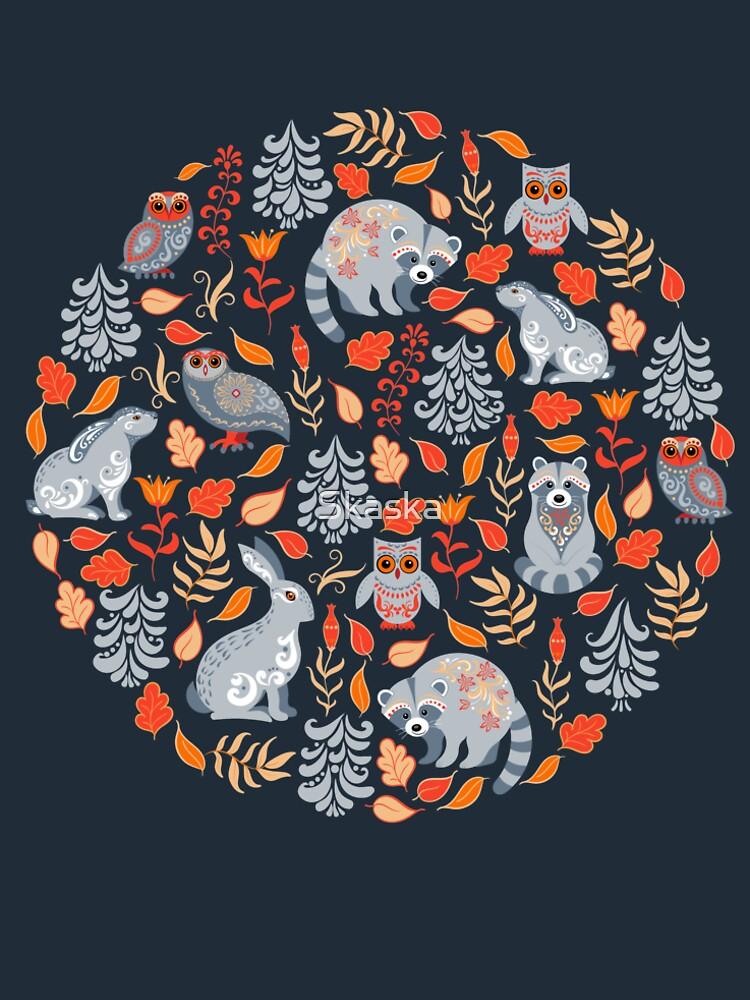 Märchenwald mit Waschbären und Hasen, Weißtannen, Blumen und Kräutern. von Skaska
