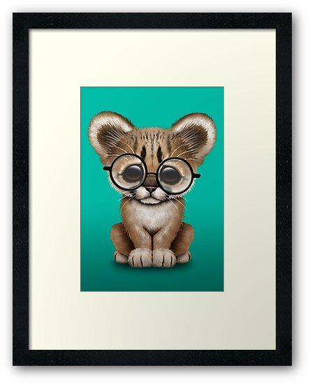 Láminas enmarcadas «Lindo puma Cub con gafas de lectura» de jeff ...
