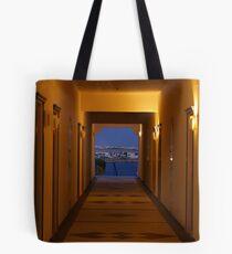le couloir jaune Tote Bag