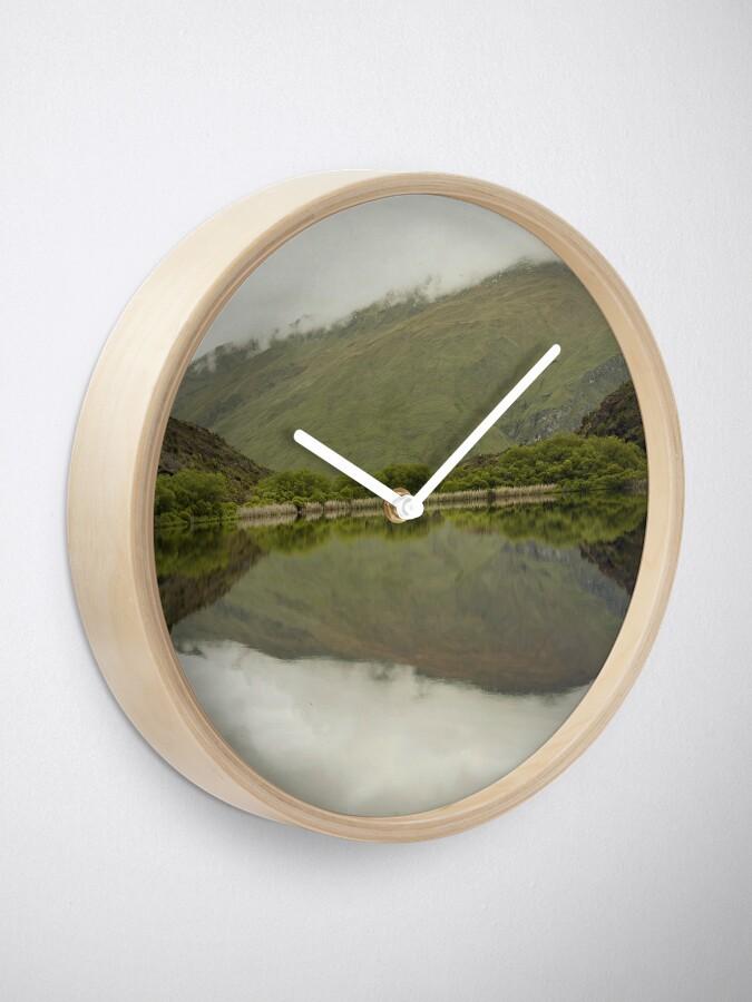 Alternative Ansicht von Reflexionen von Diamond Lake Uhr