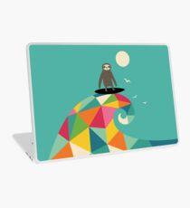 Surft auf Laptop Skin