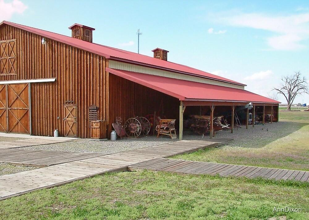 Barn in the USA by AnnDixon