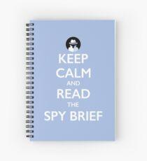 Cuaderno de espiral Mantenga la calma y lea el resumen del espía: blanco sobre azul