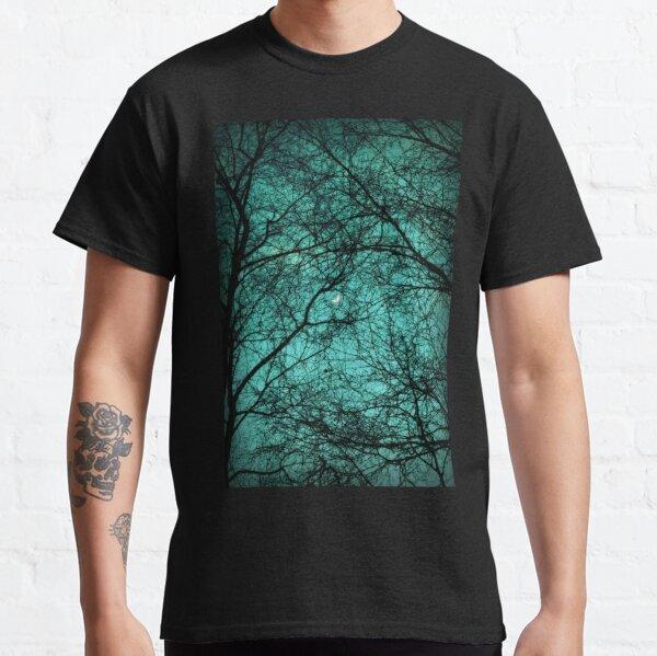 Schöne Dunkelheit - Halbmond in den Bäumen Classic T-Shirt