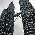 Petronas-Turm, Kuala Lumpur, Malaysia von Mariam Kabbout