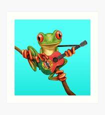 Baum-Frosch, der portugiesische Flaggen-Gitarre spielt Kunstdruck