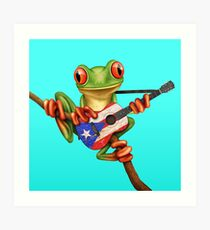 Baum-Frosch, der puertorikanische Flaggen-Gitarre spielt Kunstdruck