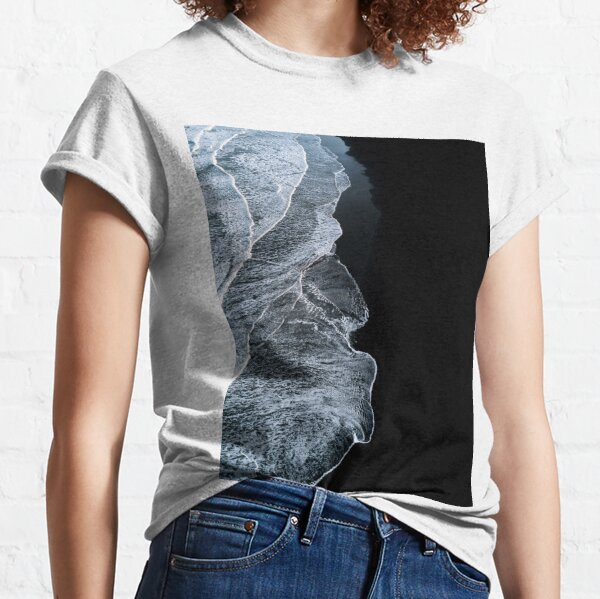 Minimalist waves and black sand beach in Iceland - Landscape Photography Classic T-Shirt