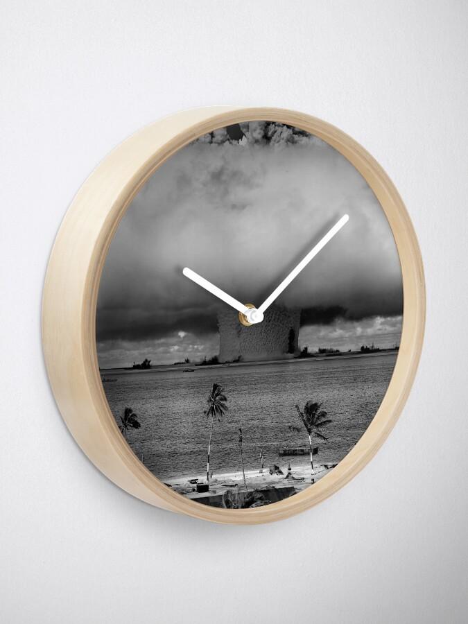 Alternative Ansicht von Atombombenpilz Cloud Operation Crossroads Baker Test Uhr