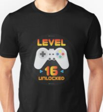 16th Birthday Gift - Level 16 Unlocked Funny Gamer Present Unisex T-Shirt