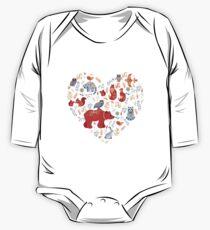 Märchenwald. Fox, Bär, Waschbär, Eulen, Hasen, Blumen und Kräuter auf blauem Grund. Baby Body Langarm