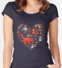 Märchenwald. Fox, Bär, Waschbär, Eulen, Hasen, Blumen und Kräuter auf blauem Grund. Tailliertes Rundhals-Shirt