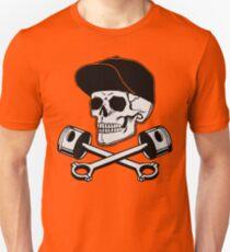 Totenkopf und Kolben Tuner Slim Fit T-Shirt
