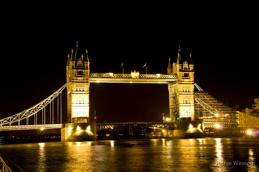 Early Morning view Tower of London by Richie Wessen