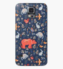 Märchenwald. Fox, Bär, Waschbär, Eulen, Hasen, Blumen und Kräuter auf blauem Grund. Hülle & Klebefolie für Samsung Galaxy