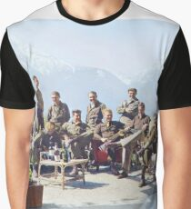 Dick Winters und seine Easy Company (HBO Band of Brothers) lungern in Eagle's Nest, Hitlers ehemaliger Residenz in den bayerischen Alpen, 1945. Grafik T-Shirt