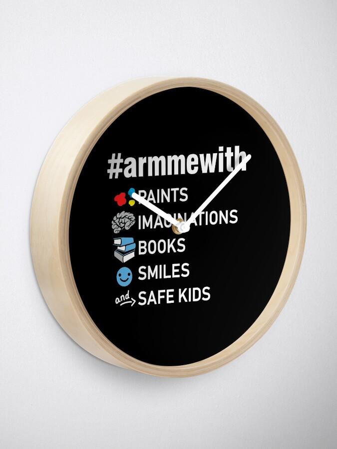 Alternative Ansicht von Waffenkontrolle Lehrer Shirt, Arm mich mit Büchern Uhr