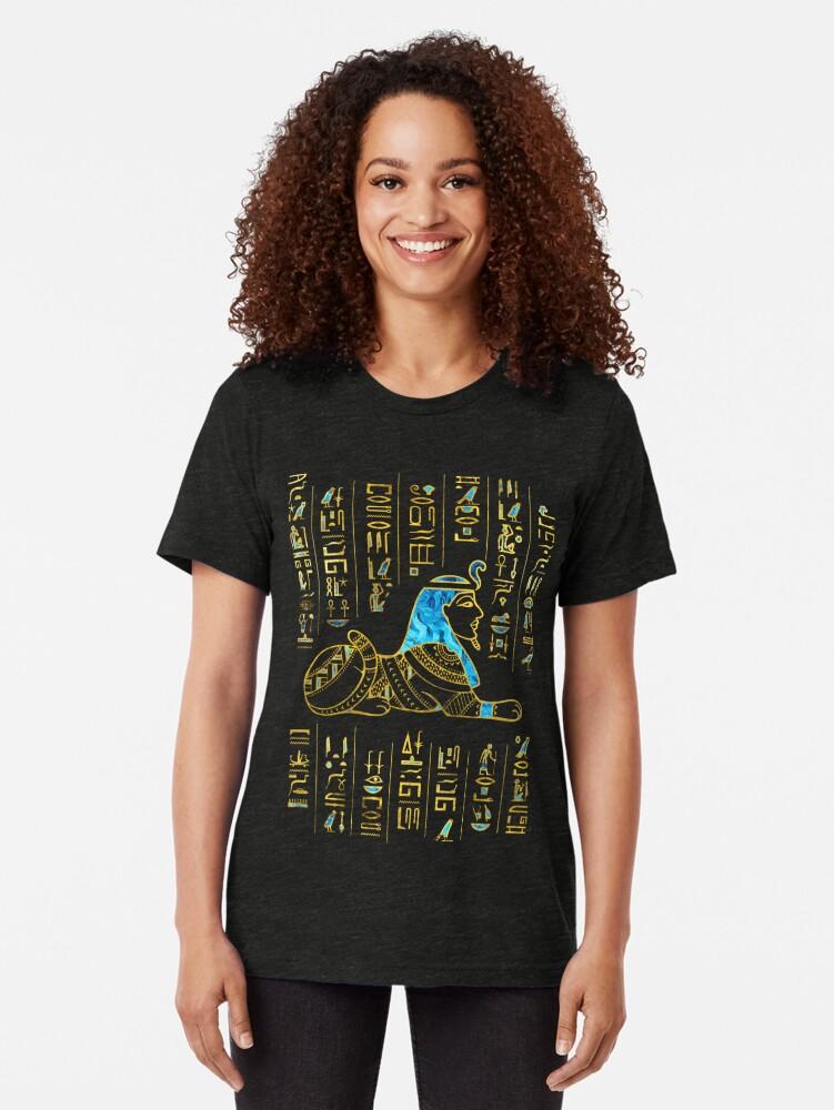Alternative Ansicht von Ägyptische Sphinx auf Hieroglyphen Blauer Kristall und Gold Vintage T-Shirt