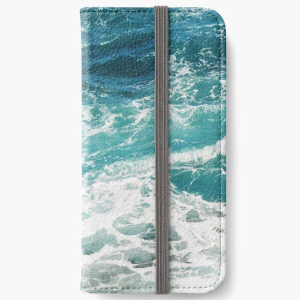 Blaue Ozeanwellen iPhone Flip-Case