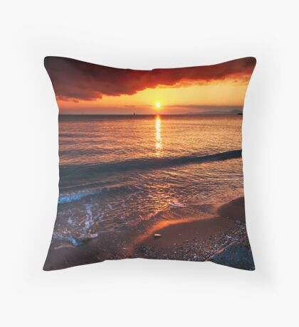 Sunset mist Throw Pillow