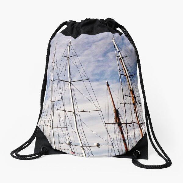 Man between masts .2 Drawstring Bag