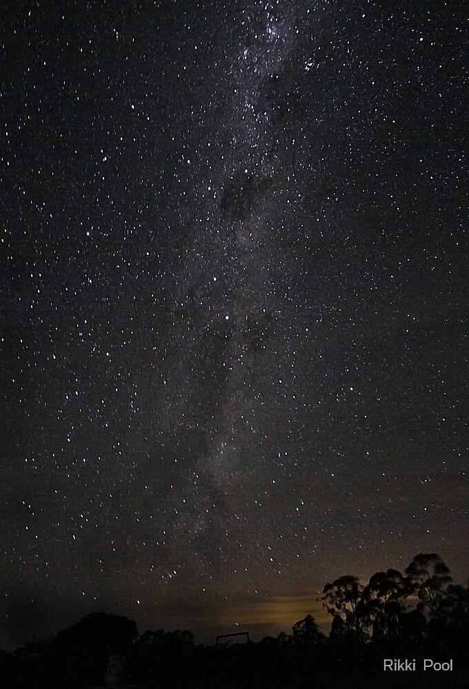 A Milky Way walk by Rikki  Pool