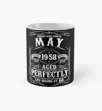 Lustiges im Mai 1958 60. Geburtstags-Party-Kleid Tasse (Standard)