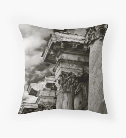 Four columns Throw Pillow