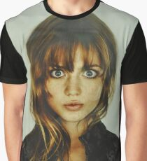 big eyes girl Graphic T-Shirt